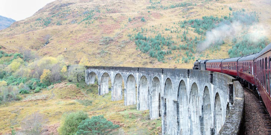 jacobite train at Glenfinnan viaduct